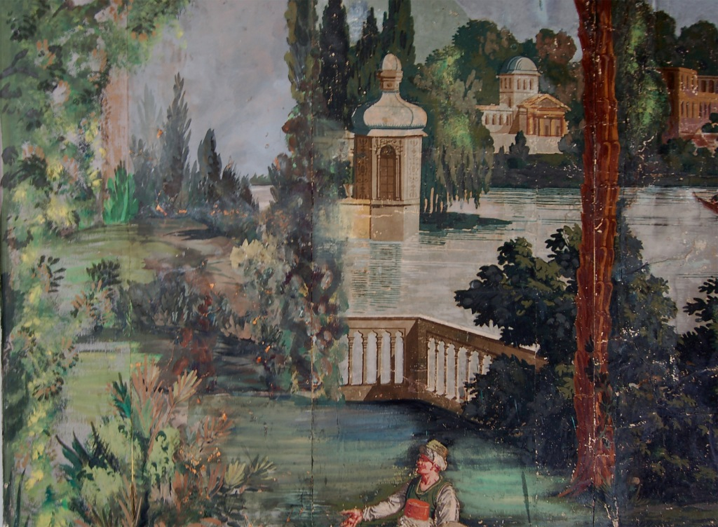 A few parts of the wallpaper were not original at all, such as the entire left margin of the smaller wall. Notice this guy appears to be talking to a bush.